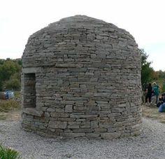 Reid Snow dry stone hut built with DSWAC members. www.vrsmasonry.com