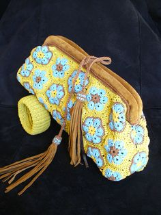 See for color pattern: Colourful African Flower Crocheted Clutch and Bracelet
