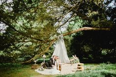 lovely wedding teepee http://weddingwonderland.it/2016/06/matrimonio-da-sogno-in-giardino.html