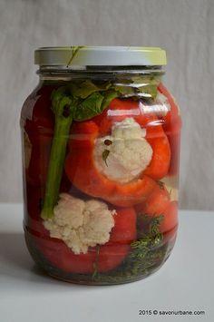 Gogosari cu conopida pentru iarna Savori Urbane (2) Canning Pickles, Deli Food, Artisan Food, Romanian Food, Hungarian Recipes, Home Food, Vegetable Salad, Canning Recipes, Diet Recipes