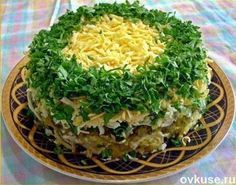 Ингредиенты:   500 г шампиньонов 1-2 луковицы 3-4 вареных картофелины 3- 4 яйца Несколько штук соленых огурцов 200 г твердого сыра Зеленый лук Майонез  Приготовление: Грибы помыть, порезать и пожарит…