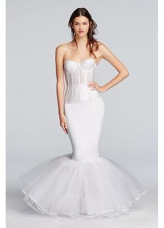 This pull-on slip features a high waist and a beautiful lace-trimmed tulle bottom. This slip was designed to enhance the shape of our mermaid or trumpet gowns and prevent them from collapsing between Wedding Dress Quiz, Making A Wedding Dress, Dream Wedding Dresses, Wedding Gowns, Fall Wedding, Bridal Gowns, Rustic Wedding, Mermaid Silhouette, Dress Silhouette