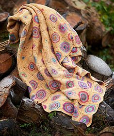 Crop Circles crochet blanket by Amanda Perkins. Featured in Rainbow crochet blankets book. @queenieamanda #crochetblanket #crochetafghan #crochetlove #crochet #grannysquare #amandaperkins #queenieamanda #crochetpattern #rainbowcrochetedblankets #rainbowcrochetedafghans Photo courtesy of @searchpress
