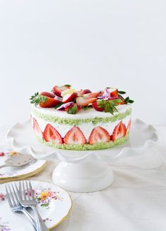 strawberry basil cake with vanilla cream