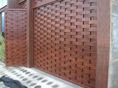Ateliê Marcenaria Newton Carvalho: Muro e portão (imitação de madeira)