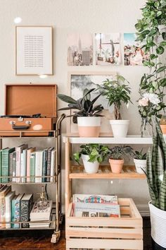 Aesthetic room decor image by Lauren Phelps on Hippie Home in 2020 Cute Room Decor, Decoration Bedroom, Decoration Table, Room Decor Bedroom, Girls Bedroom, My New Room, My Room, Dorm Room, Decoracion Habitacion Ideas