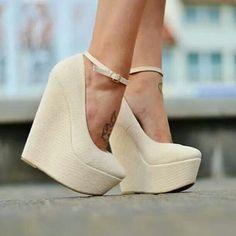 Linda #sandália plataforma! Qual é o seu estilo preferido de #sapatos? #shoes #heels #style
