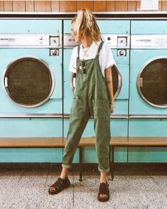 Acting like a kid in a candy store because… I've always wanted to take a photo in one of these old school laundrettes ? Acting like a kid in a candy store because… I've always wanted to take a photo in one of these old school laundrettes ? Look Retro, Look Vintage, Vintage Summer Style, Retro Style, Retro Vintage, Mode Outfits, Casual Outfits, Hipster Summer Outfits, Cute Hippie Outfits