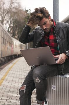 Asus ZenBook UX305 | Perfect travel companion | Ultra-thin, ultra-light and extreme powerful Ultrabook | Laptops and Notebooks | Fashion conscious and Stylish men and women