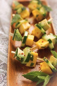 Mango Avocado Cucumber Mint Bites // @tastyyummies // www.tasty-yummies.com