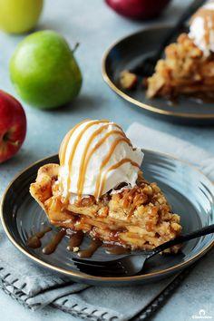 Apple Crumb Pie | Cleobuttera All Butter Pie Crust, Pie Crust Dough, Best Apples For Baking, Apple Crumb Pie, Apple Filling, Pie Crust Recipes, Granny Smith, Baked Apples, Pie Dish