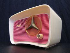 Vintage Travler Modernistic Mid Century Pink Facade Ivory Bakelite Old Radio Vintage Love, Vintage Pink, Vintage Decor, Vintage Items, Vintage Clocks, Vintage Stuff, Vintage Antiques, Frank Lloyd Wright, Poste Radio