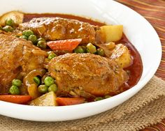 This Slow Cooker Chicken and Vegetable Curry is a one-pot curry meal complete with vegetables. It looks just as tempting and delicious! | Food to gladden the heart at RotiNRice.com