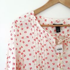 GAP floral button down popover top This was a gift I have not worn. Perfect for spring! GAP Tops Blouses