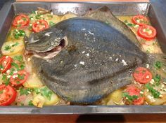 Rodaballo al Horno con Patatas. El Forner de Alella y Carmen preparan una receta de Rodaballo al horno que se puede hacer con cualquier pescado apropiado para el Horno. Lo hemos preparado con un Fumet de Pescado que hace que quede muy jugoso y sabroso