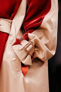 Sacai / Fall 2013 RTW / Decoding the chemistry that informs the choices a… Holiday Fashion, Winter Fashion, Holiday Style, Winter Style, Fashion Models, High Fashion, Gucci Coat, Beige Coat, Fashion Details