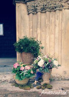 Flores de camino a la iglesia || http://andaluflor.es/decoracion-para-bodas-en-cordoba