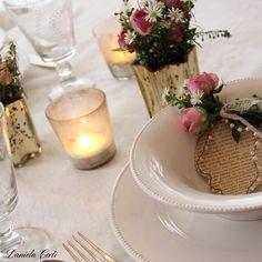 Romantic table setting With a wire creation as placecard Creazione in Fil di ferro come segnaposto