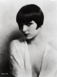 One of the most iconic styles of the Roaring 20s was the bob haircut. This style was very hydrogenous, but still very sexy. For most women it was liberating to be removed from long locks and be able to quickly style your hair.