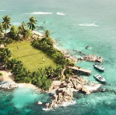 There are a lot of amazing and quirky places to play tennis. This island tennis court has got to be one of the coolest. Tennis Outfits, Tennis Party, Le Tennis, Tennis Open, Tennis Match, Tennis Elbow, Tennis Photos, Tennis Workout, Tennis Fashion