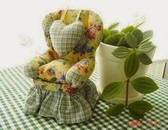 Dollie : Pincushion Chair Tutorial by Franstuff Sewing Tools, Sewing Notions, Sewing Hacks, Sewing Tutorials, Sewing Patterns, Sewing Kits, Fabric Crafts, Sewing Crafts, Sewing Projects