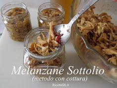 il metodo di preparazione delle melanzane sottolio cotte. Le foto di tutti i passaggi: la salatura sotto pressione e la cottura 2 min in aceto e vino bianco