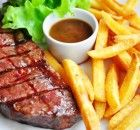 Fillet steak, home made chips,creamy peppercorn sauce recipe Creamy Peppercorn Sauce, Steak Frites, Steak And Chips, My Favorite Food, Favorite Recipes, Cook Smarts, Beef Steak, Steak Recipes, No Cook Meals