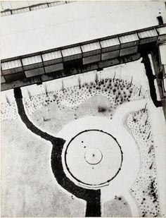 "Laszlo Moholy-Nagy: ""From the Radio Tower. Bird's Eye View. Berlin"" (1928). Técnica: negativo de gelatina de plata. Corriente: Nueva visión."