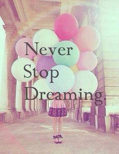 Never stop dreaming. Inspirerende quote over dromen, positiviteit en geluk. Believe in yourself!