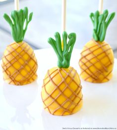 This Pineapple Cake Pops tutorial is perfect for the summer party season! Deanna walks us through the steps of creating these adorable summer treats.