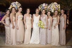 Vestido de Madrinha: é com base no relacionamento cheio de carinho que a noiva tem a liberdade de combinar com as madrinhas as cores dos vestidos delas.