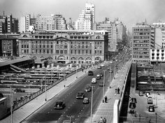 Rissik Street, Johannesburg (1954) by HiltonT, via Flickr Apartheid Museum, Johannesburg City, Historical Pictures, African History, Countries Of The World, Aerial View, Live, Old Photos, South Africa