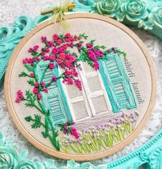 Cushion Embroidery, Hand Embroidery Videos, Hand Embroidery Flowers, Embroidery Flowers Pattern, Learn Embroidery, Hand Embroidery Stitches, Embroidery Hoop Art, Hand Embroidery Designs, Embroidery Techniques