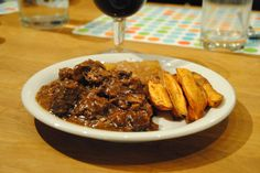 Carbonnade Flamande (Flemish beer beef stew) - step-by-step photo recipe (info in comments) Slow Cooker Recipes, Crockpot Recipes, Cooking Recipes, Beef Stew With Beer, Belgian Cuisine, Yummy Food, Tasty, Gumbo, Entrees