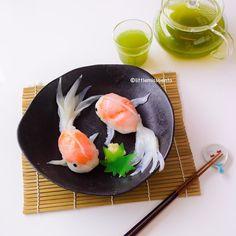 Goldfish Sushi ( ´͈ ᗨ `͈ )◞Tutorial coming soon. Made from Mongo Ika, Salmon Sashimi, Ebikko and sushi rice, it's so yummy! Japanese Food Art, Cute Baking, Good Food, Yummy Food, Tasty, Sushi Art, Cute Desserts, Food Goals, Food Humor
