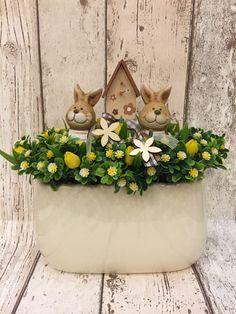 Húsvéti asztali díszek - Villa Majolika Funny Easter Bunny, Easter Table Decorations, Christmas Cards, Centerpieces, Crafts, Seasons, Desk Arrangements, Gardens, Gifts