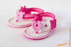15 free baby booties crochet patterns - Crafty Tutorials - Be crafty, be creative, be yourself! Booties Crochet, Crochet Baby Sandals, Crochet Baby Clothes, Crochet Shoes, Crochet Slippers, Baby Booties, Crochet Bebe, Love Crochet, Crochet For Kids