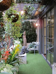 Garden Voyeur Inside New York City Private Gardens Urban Gardens Unlimited Thinking For Limited Spaces Urban Gardens is part of Urban garden -