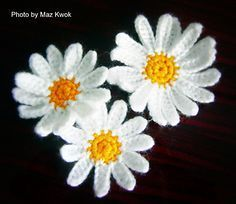 crochet daisy applique free pattern - large and small blooms