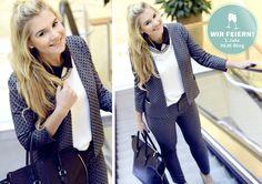 #bloggerin Sandra setzt auf #punkte – das gepunktete #sakko von #solar passt übrigens auch zu einer lässigen #jeans. #trend #trendy #fashion #mode #lifestyle #streetstyle #ernst-august-galerie #hannoverlifestyle #business #businessoutfit #outfit