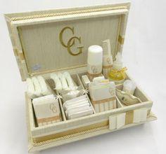 Divina Caixa: Caixa Kit Toalete com bordado e tecido rústico