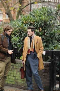 Nice camel overcoat and scarf #streetstyle #camelcoat