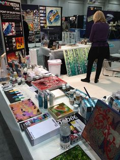 Pebeo booth with lots of goodies on the table! Conte A Paris, Art Supply Stores, Liquitex, Bob Ross, Art Supplies, Goodies, Canada, Fine Art, Studio