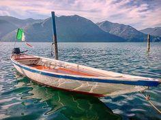 Oggi ci piace lo scatto di @staluposa che regala la tranquillità del nostro lago in una calda giornata d'autunno! Vivila anche tu oggi! Trovi tutte le info utili sul #lagodiseo qui: www.iseolake.info  #visitlakeiseo #inlombardia #italiait #ilikeitaly http://ift.tt/2fj543j - http://ift.tt/1HQJd81