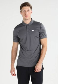 Nike Golf. VICTORY - Poloshirt - dark grey/white. Materiaal buitenlaag:100% polyester. materiaalverwerking:jersey. Totale lengte:72 cm bij maat M. patroon:effen. Mouwlengte:korte mouwen. Lichaamslengte model:Ons model is 185 cm groot en draagt maa...