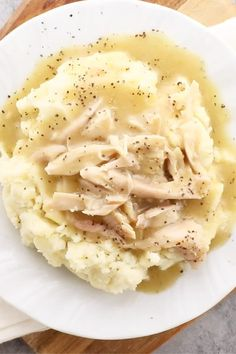 Rotisserie Chicken Gravy - Watch how easy it is to make a delicious homemade gravy from a rotisserie chicken! Never waste a leftover rotisserie chicken again! Made with chicken bones and the drippings Mexican Food Recipes, Dinner Recipes, Leftover Rotisserie Chicken, Recipes For Rotisserie Chicken, Easy Chicken Recipes, Recipes With Leftover Chicken, Cooked Chicken Recipes Leftovers, Easy Chicken Gravy, Homemade Chicken Gravy