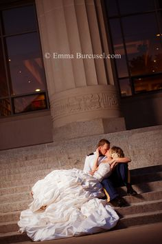night time wedding, photoshoot, bride poses, couple poses,  wedding poses, bride and groom poses  #wedding #hair #bride