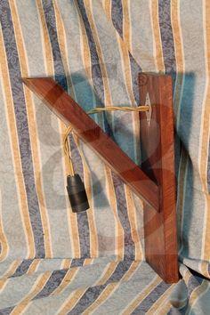 Applique rustica con legno di recupero e color noce scuro
