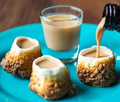 Toasted Marshmallow Shot Glasses #marshmallow #smores #shotglass #foodporn http://livedan330.com/2014/12/30/toasted-marshmallow-shot-glasses/
