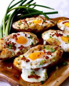 Twice Baked Bacon & Egg Potatoes - Brunch Recipes Egg Recipes, Potato Recipes, Brunch Recipes, Cooking Recipes, Healthy Recipes, Bacon Recipes, Cheese Recipes, Chicken Recipes, Recipies